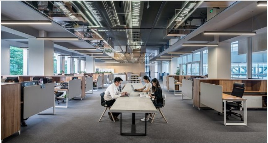 El 53% de los empleados confiesa haber llegado con resaca al trabajo: encuesta