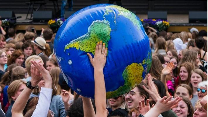 Descubren que el cambio climático está cambiando el eje sobre el que gira la Tierra