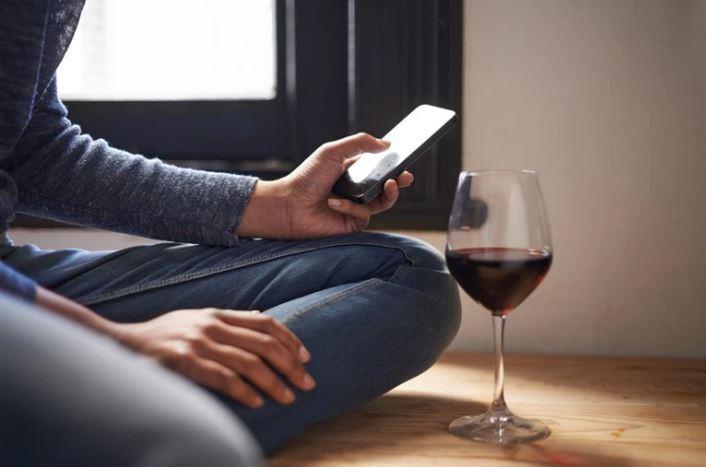 Tomar alcohol en exceso todos los días sería la causa de 1 de cada 25 cánceres