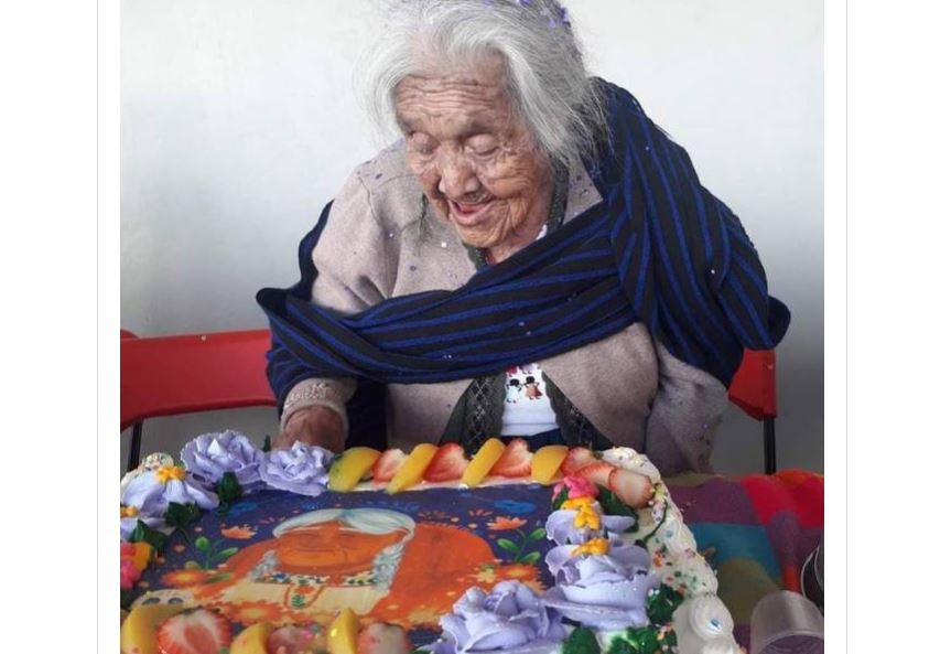 'Mamá Coco' cumple 108 años; lo celebra con un pastel de su personaje