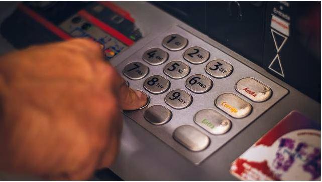 Deposita 1.5 millones de pesos a la cuenta equivocada; no quieren devolverle el dinero