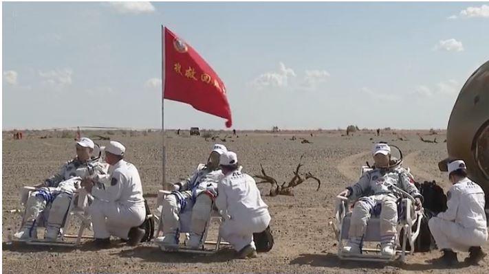 Regresan a la Tierra los tres astronautas chinos de la estación espacial Tiangong