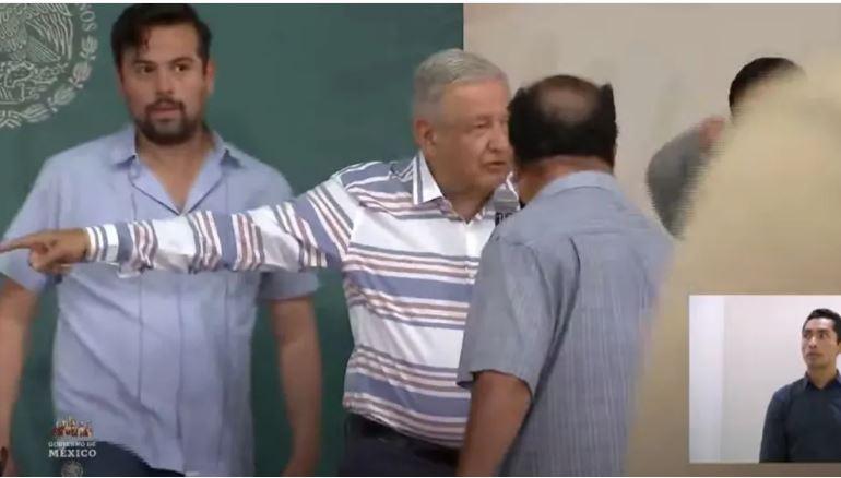 Manifestantes irrumpieron conferencia de López Obrador en Puebla